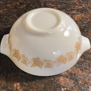 1 Pyrex Sandalwood 443 Cinderella Mixing Bowl